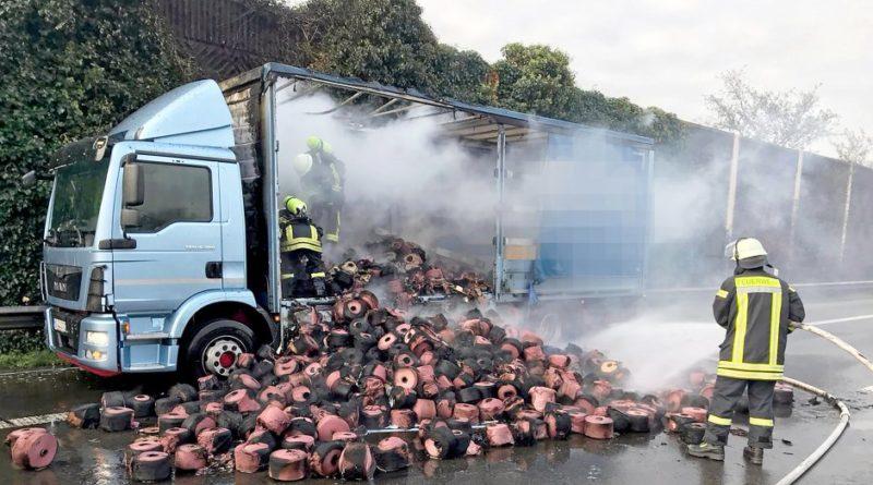 Brand auf der Ladefläche eines LKW!