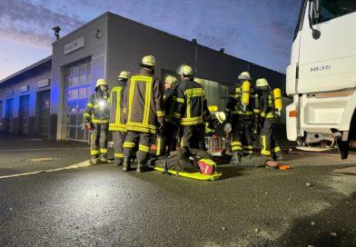 Übungsszenario: Brand einer LKW-Werkstatt mit 2 vermissten Personen!